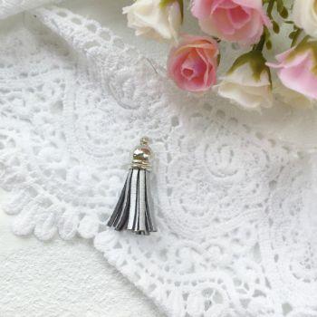 Кисточка из кожзама 38 мм, цвет серебряный/серебряный  колп.