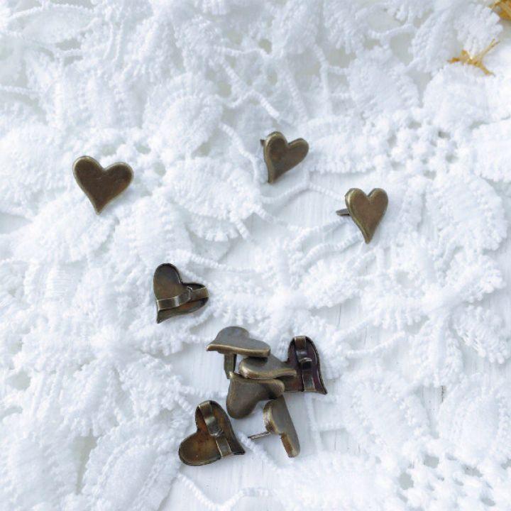 Брадс в форме сердца. Цвет античная бронза 12*9 мм
