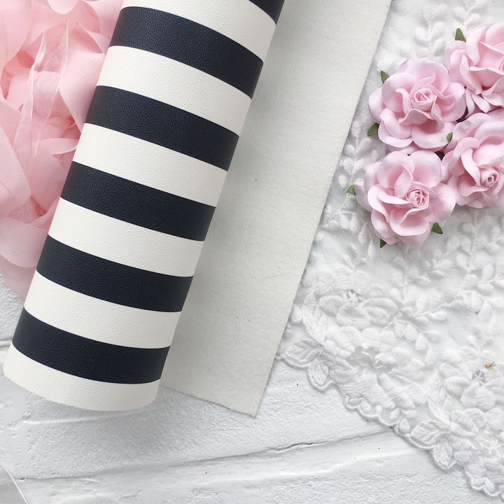 Кожзаменитель в полоску (1.5 cм),  цвет черно-белый  34*30 см