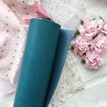 Матовый переплетный кожзаменитель, цвет сине-зеленый 35*25 см