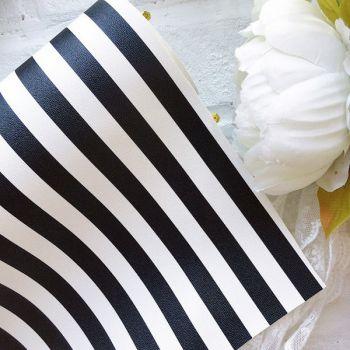 Кожзаменитель в полоску (1.2 cм),  цвет черно-белый  34*30 см