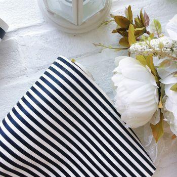 Кожзаменитель в полоску (0.5 cм),  цвет черно-белый  34*30 см