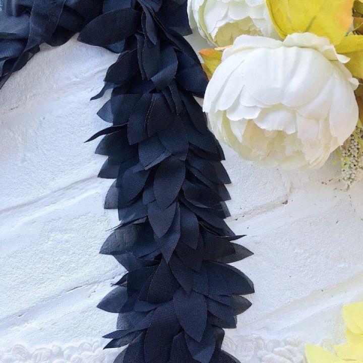 Шифоновые лепестки. Цвет черный, длина лепестка 6 см