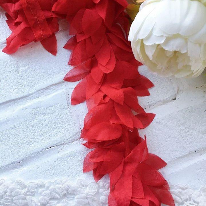 Шифоновые лепестки. Цвет красный, длина лепестка 6 см