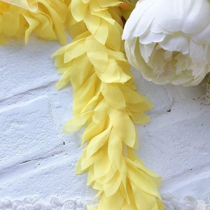 Шифоновые лепестки. Цвет желтый, длина лепестка 6 см