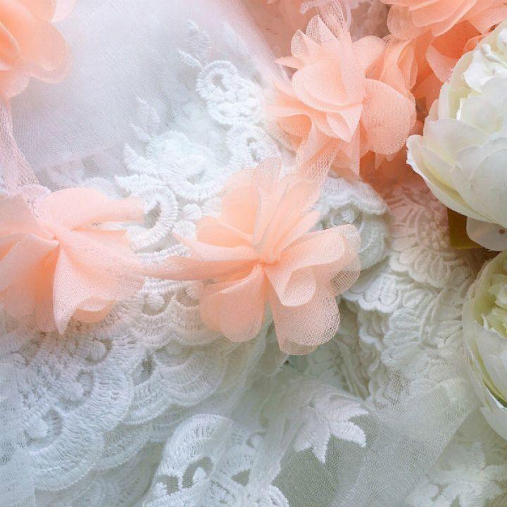 Шифоновые цветы на сетке. Цвет персиковый, диаметр 6 см