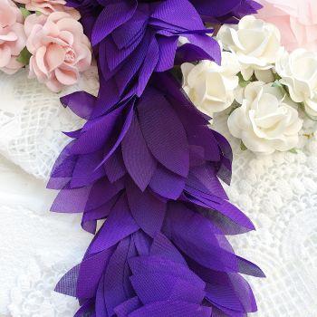 Шифоновые лепестки. Цвет фиолетовый, длина лепестка 6 см
