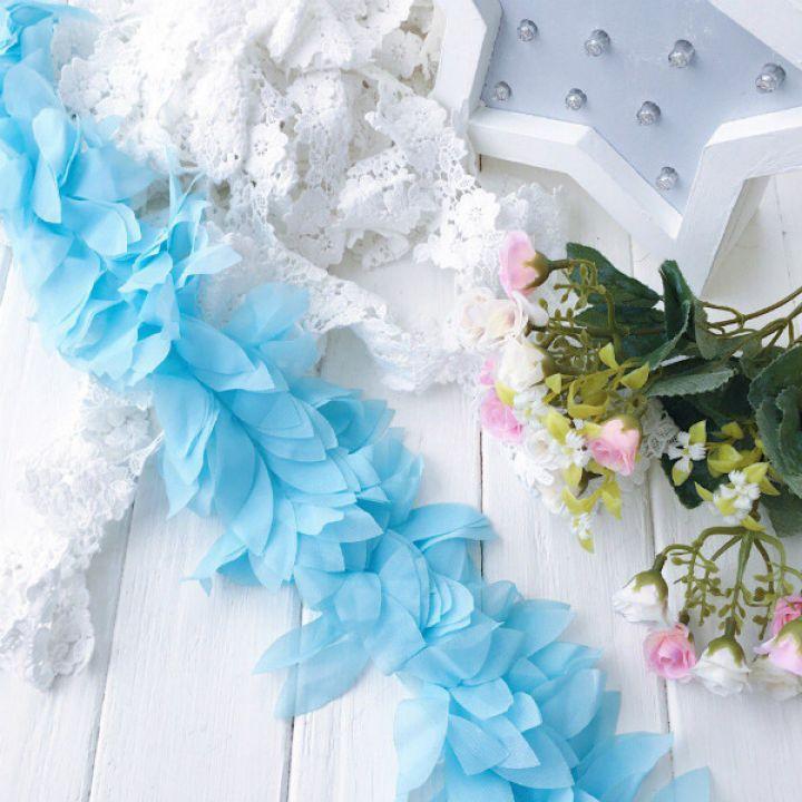 Шифоновые лепестки. Цвет голубой, длина лепестка 6 см