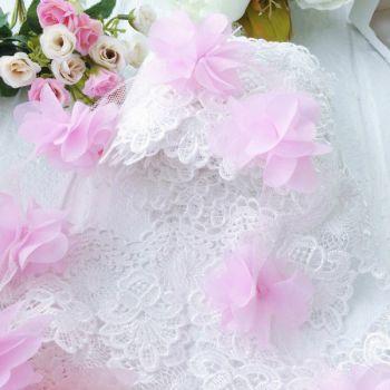 Шифоновые цветы на сетке. Цвет светло-розовый, диаметр 6 см