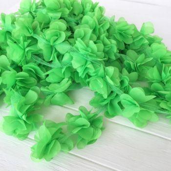 Шифоновые цветы на сетке. Цвет ярко-зеленый, диаметр 6 см