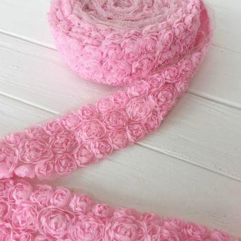 Шифоновые розы на сетке. Цвет розовый, ширина 4,5 см