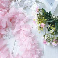 Шифоновые лепестки. Цвет светло-розовый, длина лепестка 6 см