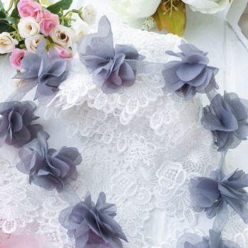 Шифоновые цветы на сетке. Цвет серый, диаметр 6 см