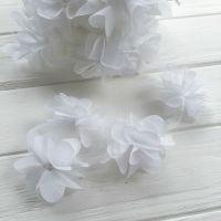 Шифоновые цветы на сетке. Цвет белый, диаметр 6 см