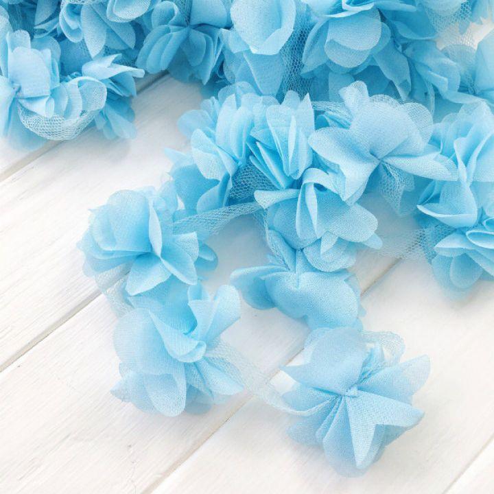 Шифоновые цветы на сетке. Цвет голубой, диаметр 6 см