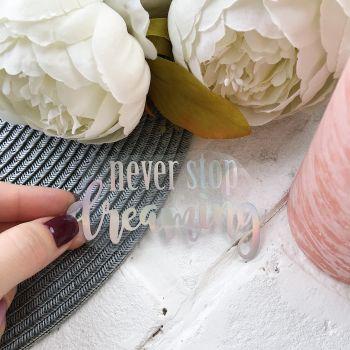 """Надпись """"Never stop dreaming"""", цвет Holographic"""