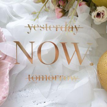 """Надпись """"Yesterday.Now.Tomorrow"""", цвет Gold Foil metallic"""