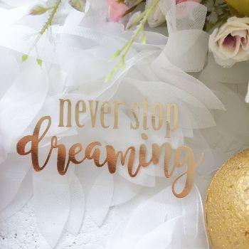 """Надпись """"Never stop dreaming"""", цвет Gold Foil metallic"""